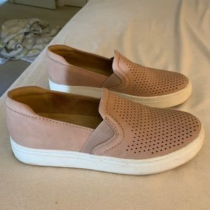 Naturalizer slip/on shoes